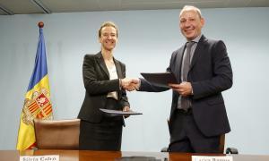 Sílvia Calvó, ministra de Medi Ambient, Agricultura i Sostenibilitat, i el president de la UHA, Carles Ramos, ahir.