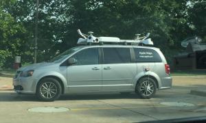 Un cotxe d'Apple Maps.