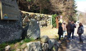 Els candidats de d'Acord ahir a la porta d'entrada de la vall del Madriu.
