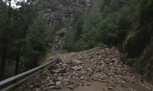 Carretera CG6 d'accés a Os de Civís tallada a causa d'una esllavissada.