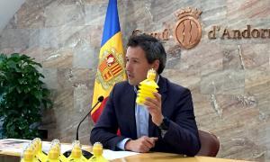 Andorra la Vella preveu obligar els propietaris de gossos a ruixar les miccions