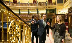 Vicenç Mateu amb Ana Pastor durant la visita d'ahir al Congrés espanyol.