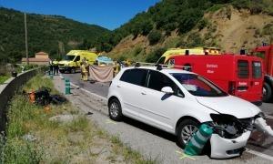 Els dos vehicles sinistrats en l'accident a Pont de Bar, ahir.