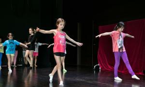 Sessió del taller sobre danses.