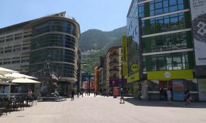 La plaça de Rotonda és la ubicació escollida per situar l'Arbre de Vent a la capital.