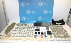 Droga i material confiscat en l''operació Paradís'.