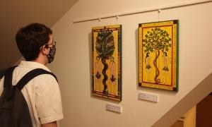 Dues de les 30 obres de l'exposició.