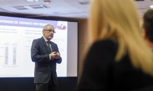 Francesc Camp en una presentació davant del sector comercial.