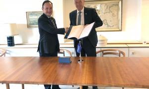 El ministre Xavier Espot en l'acte de la signatura, a Copenhagen, del Protocol número 16.