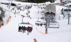 Esquiadors a les pistes del país.