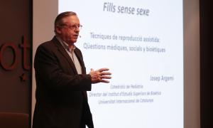 Josep Argemí va explicar la Llei de reproducció assistida a l'esmorzar de l'EFA.