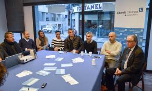 Membres del comitè d'Escaldes en una reunió amb empresaris de la parròquia.