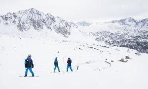 En estudi establir un reciclatge obligatori per als monitors d'esquí