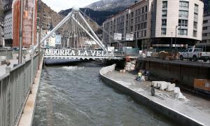 Protecció Civil mesurarà el cabal del riu en diferents indrets, registrarà les dades i prendrà les accions corresponents.