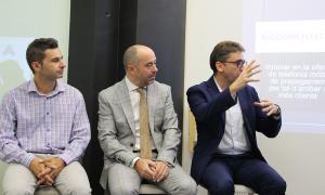 Els representants de les tres empreses que van presentar ahir els reptes que proposen als alumnes.