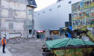 Una imatge de la zona, amb l'edifici de serveis ja totalment enderrocat.