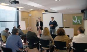 Jordi Gallardo i Ferran Costa durant la trobada d'ahir amb la comunitat universitària de l'UdA.