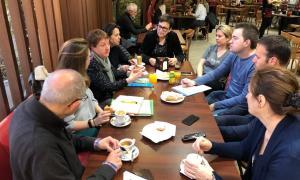 Els candidats de d'Acord es van reunir amb els comerciants ahir.