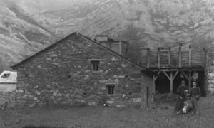 Imatge de la Farga Areny a Ordino. 1902-1906, que il·lustra el butlletí de l'ANA.