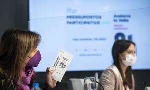 Conxita Marsol i Meritxell López en la presentació dels pressupostos participatius, ahir.