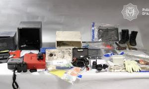 Part del material que la policia va trobar a l'habitació de l'hotel on s'allotjava el processat i al vehicle que conduïa.