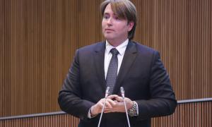 Naudi pregunta per l'excessiu endeutament d'Andorra Turisme