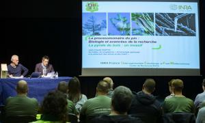 Un moment de la xerrada de Jean-Claude Martin, ahir al matí a La Llacuna.