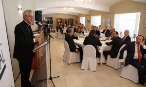 El copríncep episcopal, Joan-Enric Vives, intervé en el dinar de l'EFA.