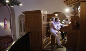 L'orgue de Sant Esteve bufa les 25 espelmes acompanyat de trompeta