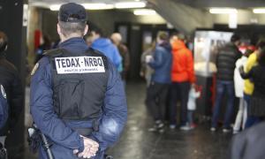 Tots els policies s'equiparan d'una armilla parabales a partir del març Tots els policies s'equiparan d'una armilla parabales a partir del març