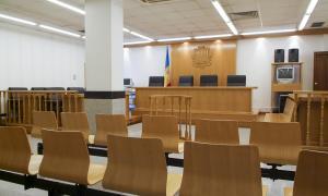 A la banqueta dels acusats van seure els dos fills i l'amic del transportista condemnat.
