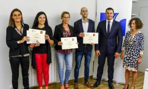 Els premiats amb el segell de qualitat, amb el ministre Gallardo i la directora de la Cambra, Pilar Escaler.