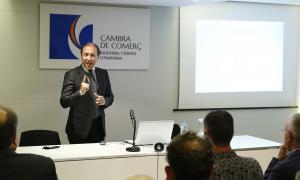 Un moment de la conferència de l'expert Sergio Costa a la Cambra, ahir.