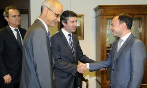 Carneiro reclama millores en la protecció social dels portuguesos