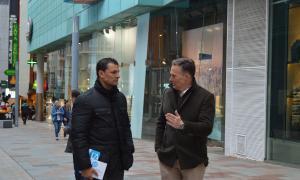 Jordi Gallardo i Ferran Costa ahir a l'avinguda Carlemany.