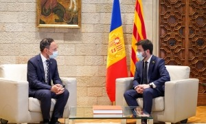 Xavier Espot i Pere Aragonès en un moment de la trobada que van mantenir ahir al Palau de la Generalitat.