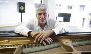 Barceló preparava ahir el concert a la Grandàlia, l'escola de música que dirigieix a la capital.