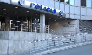 Vista de l'edifici administratiu de la policia on ahir es va interposar la denúncia.