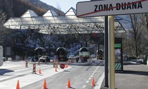 La zona fronterera amb Espanya i les instal·lacions de la duana.