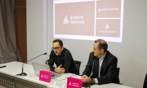 Hèctor Grau i Jordi Nadal van presentar l'evolució de la marca a la seu d'Andorra Telecom ahir al matí.