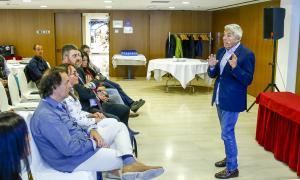 Un moment de la conferència del doctor Estivill que va aplegar un bon nombre d'assistents a l'hotel Cèntric.