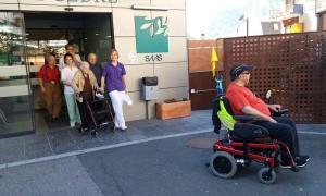 Usuaris del Cedre, la setmana passada, en un simulacre d'evacuació.