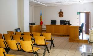 L'home condemnat per violar la filla de la parella desacredita la menor