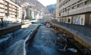 Imatge de les obres que s'estan fent al riu Gran Valira