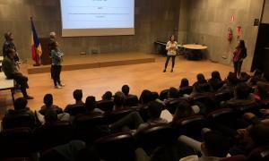 Un moment de la reunió per explicar als estudiants d'FP els reptes del quart Tàndem.