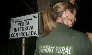 Els agents rurals denuncien deu persones per pescar de nit