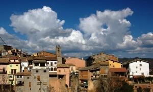 Vista general del poble alturgellenc de Peramola.