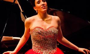 La soprano Jonaina Salvador actuarà en el recital, acompanyada del guitarrista David Sanz i de l'escriptor David Arrabal.