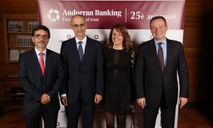 Jordi Cinca, Antoni Martí, Esther Puigcercós i Ricard Tubau abans de l'inici del sopar per commemorar els 25 anys d'Andorran Banking.