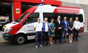 La Creu Roja va presentar ahir els dos nous vehicles que s'incorporen a la flota de l'àrea de Transport Sociosanitari.